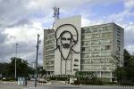 """Informationsministerium, mit Bildnis von Camilo Cienfuegos und dem Zitat """"Vas bien Fidel"""" (Fidel, du gehst recht/ machst es richtig) , Plaza de la Revolucion, Havanna, Cuba, 26.01.2015 [(c) Christian Behring, www.christian-behring.com]"""