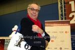 """Dieter Kosslick mit Berlinale-Shop-Produkten, """"66. Berlinale - Programmpressekonferenz"""", Photo Call im Presse- und Informationsamt der Bundesregierung, Berlin, 02.02.2016"""