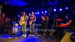 "Pau Dones - singer, guitar, David Muñoz - guitar, Jordi Vericat - bass guitar, Alex Tenas - drum, Jaime Burgos - keyboards, Jimmy Jenks - sax, ""JARABE DE PALO"", Tour Americano 2015, Konzert im BiNuu am 07.06.2015, in  Berlin, Germany,"
