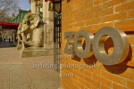 """Eingang zum Zoo mit dem Elefanten-Tor an der Budapester Straße / Olof-Palme-Platz, """"Stadtansichten"""", Berlin, 26.03.2020"""