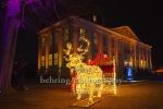"""Rentierschlitten vor dem Schloss, """"Weihnachten im Tierpark"""" (21.1119 - 05.01.2020), Lichtfest im Tierpark, Berlin, 01.12.2019"""