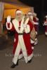 """Weihnachtsmaenner der Berliner Weihnachtsmannzentrale auf dem Weg zum Schloss Friedrichsfelde, """"Weihnachten im Tierpark - Weihnachtsmannvollversammlung"""", Tierpark, Berlin, 01.12.2019"""