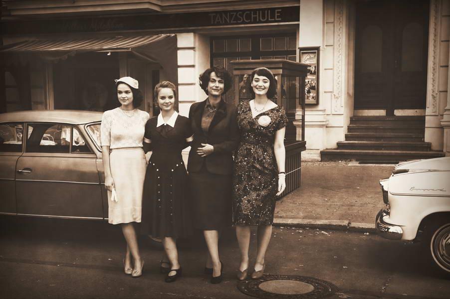 kudamm '56 Set-Foto mit den Schauspielerinnen, Berlin, 25.09.2015