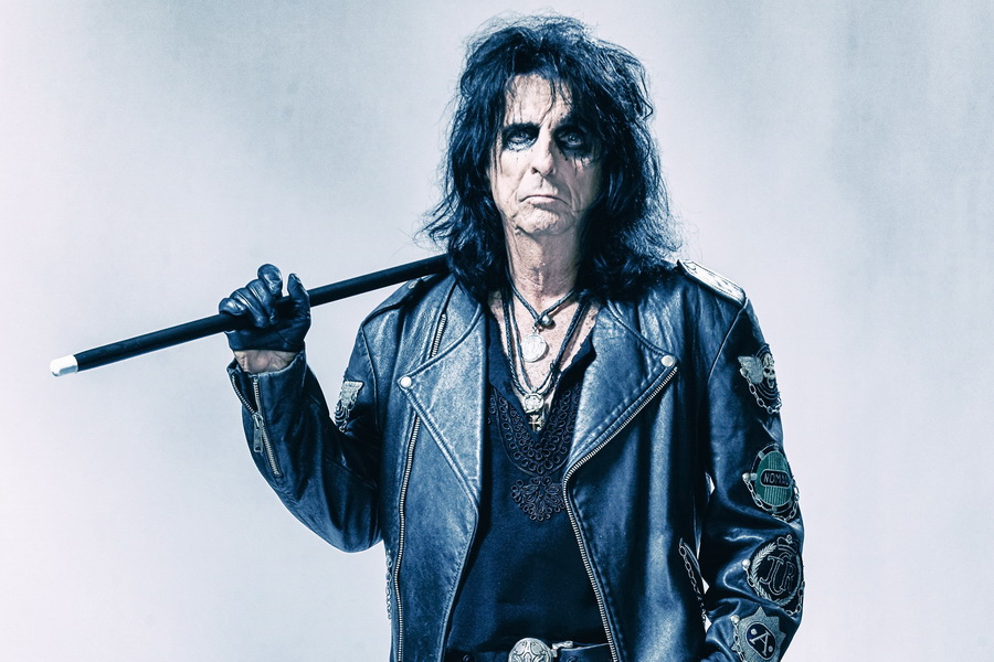 Alice Cooper-Paranormal-press-pictures-copyright-earMUSIC-photocredit-Rob-Fenn_quer
