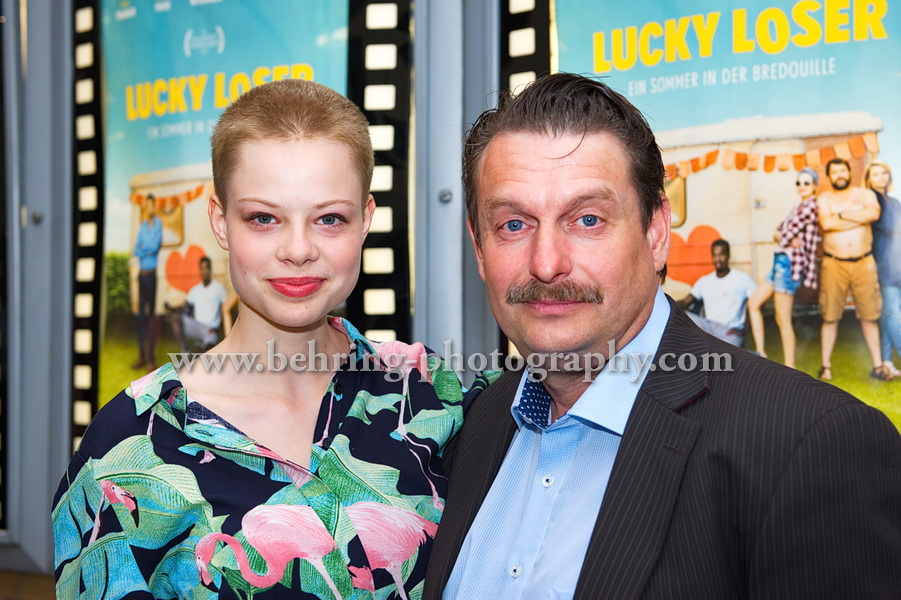 LUCKY LOSER, Emma Bading und Peter Trabner, Photo Call zur Berlin-Premiere vor dem Kino in der Kulturbrauerei, Berlin, 10.08.2017, Photo: Christian Behring