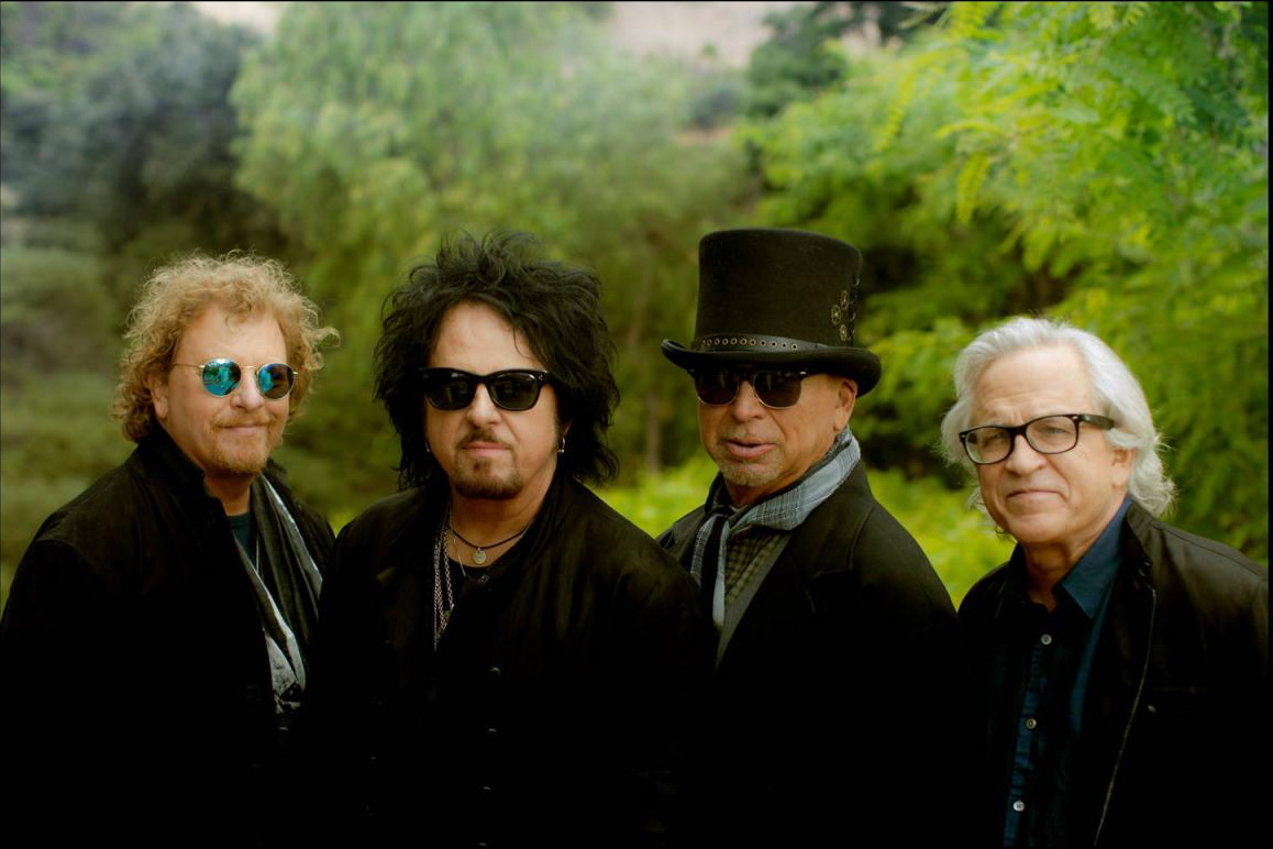 Toto 2, photo-Scott-Richie