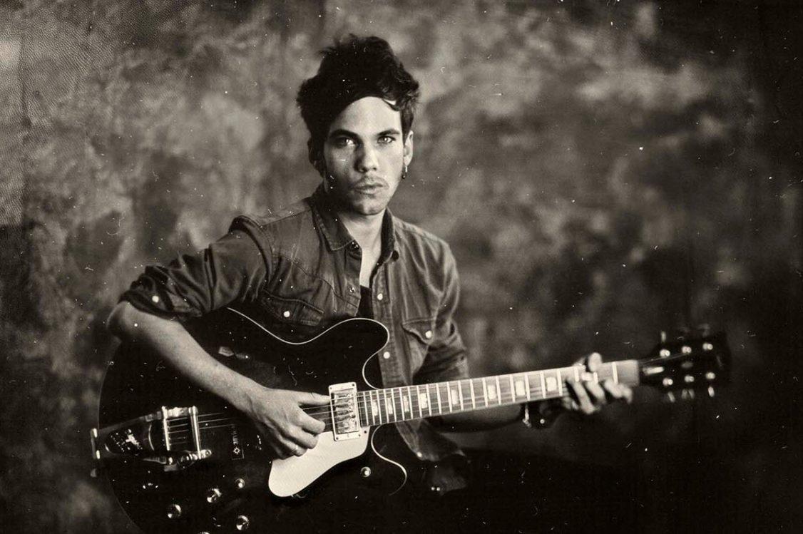 tiwayo portrait mit gitarre