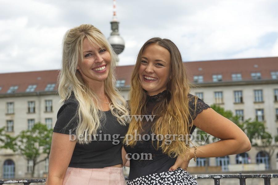 """Vivien Behr und Fanny Sophia Carabias Martin, """"SENORITAS"""", Photocall zum Album (erschien am 21.06.2019), Maerkisches Ufer, Berlin, 01.07.2019"""