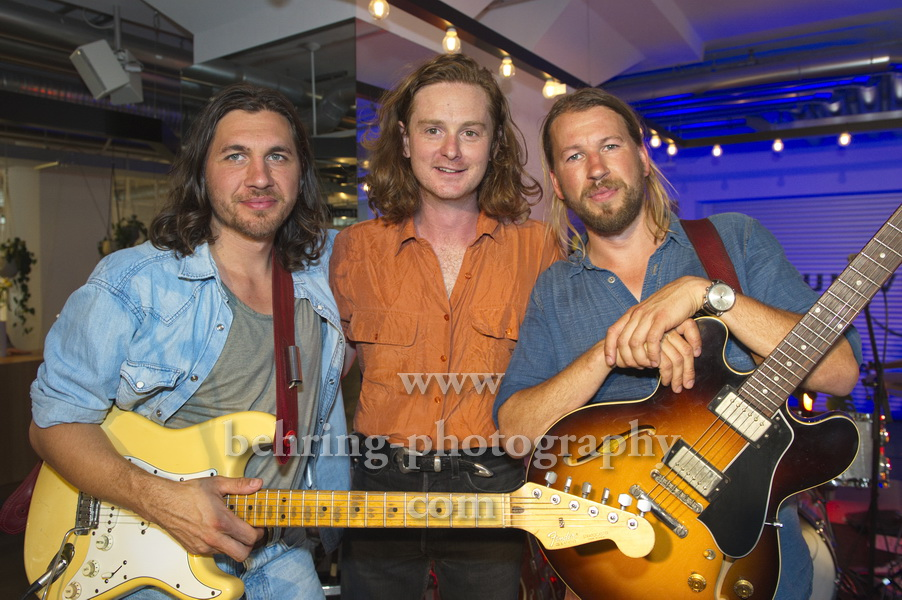 "Sam Teskey (guitar, vocals), Liam Gough (drums), Josh Teskey (vocals, guitar), (auf dieser Tour ohne Bassist Brendon Love), ""TESKEY BROTHERS"", Showcase, bei Universal Music in Berlin, 11.07.2019"