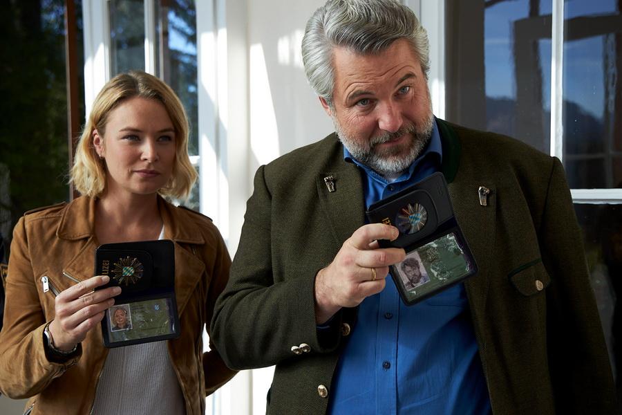 Kommissarin Eva Winter (Vanessa Eckart) und Kommissar Anton Stadler (Dieter Fischer) ermitteln im Umfeld des ermordeten Parf¸meurs Herbert Graf.