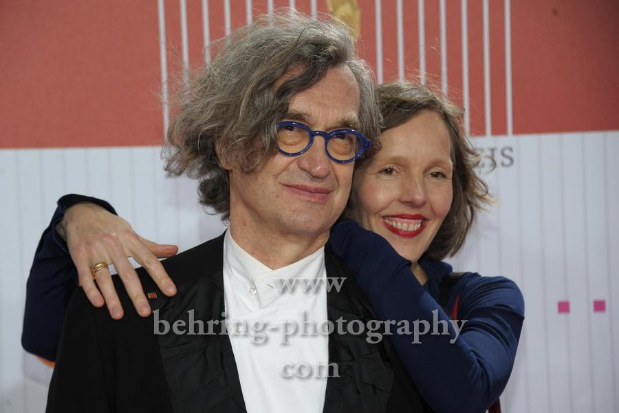 Wim Wenders und Frau Donata, LOLA, Deutscher Filmpreis 2011, Preisverleihung im Berliner Friedrichstadtpalast, Roter Teppich, Berlin
