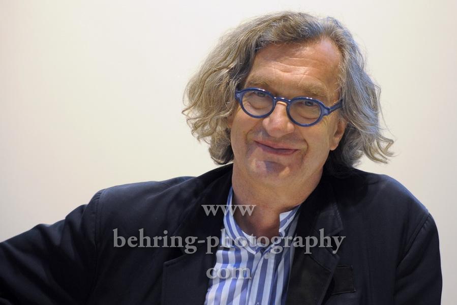 """Wim Wenders, """"Wim Wenders und die Musik der Sehn-Sucht in Pina"""", Wim Wenders stellt im Gespraech mit Milena Fessmann den Soundtrack zum Kinofilm """"Pina"""" vor, Dussmann das Kulturkaufhaus,"""