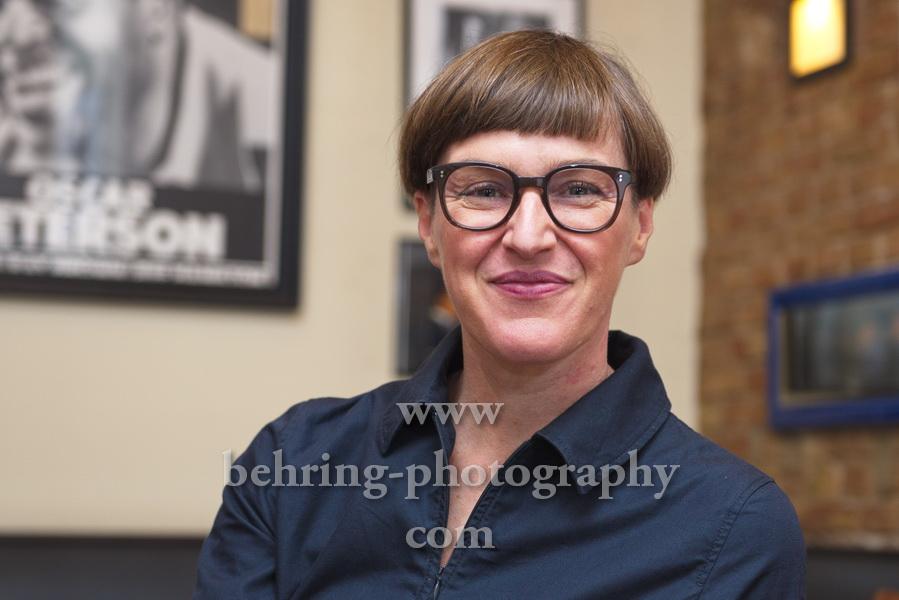 """Silke EBERHARD, Photocall mit der Musikerin und Preistraegerin des """"Jazzpreis Berlin 2020"""", Jazzcafe Grolman, Berlin, 26.08.2020"""