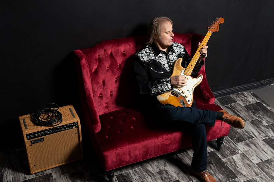 Walter Trout, Photo by Alex Solca