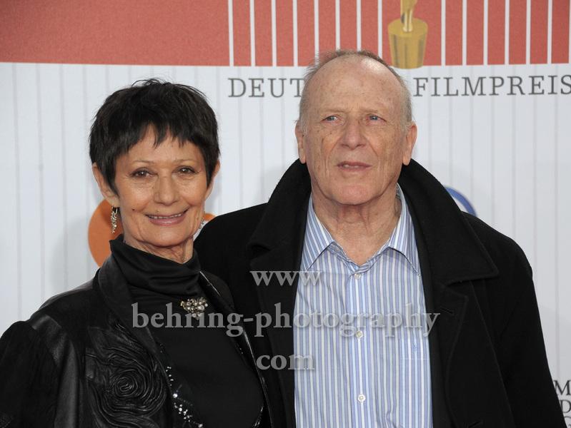 Wolfgang Kohlhaase und Emöke Pöstenyi , LOLA, Deutscher Filmpreis 2011, Preisverleihung im Berliner Friedrichstadtpalast, Roter Teppich, Berlin.